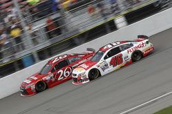 Jeb Burton, BK Racing, Toyota, und Michael Annett, HScott Motorsports, Chevrolet