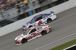 Ryan Newman, Richard Childress Racing Chevrolet ve Trevor Bayne, Roush Fenway Racing Ford