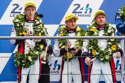 LMP2 podium: segundo lugar #38 Jota Sport Gibson 015S: Simon Dolan, Mitch Evans, Oliver Turvey