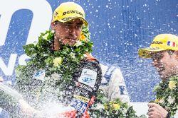 LMP2 podium: G-Drive Racing Roman Rusinov celebra con champagne