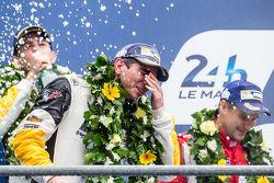 LMGT Pro podium: los ganadores, #64 Corvette Racing Corvette C7.R: Oliver Gavin celebran con champag