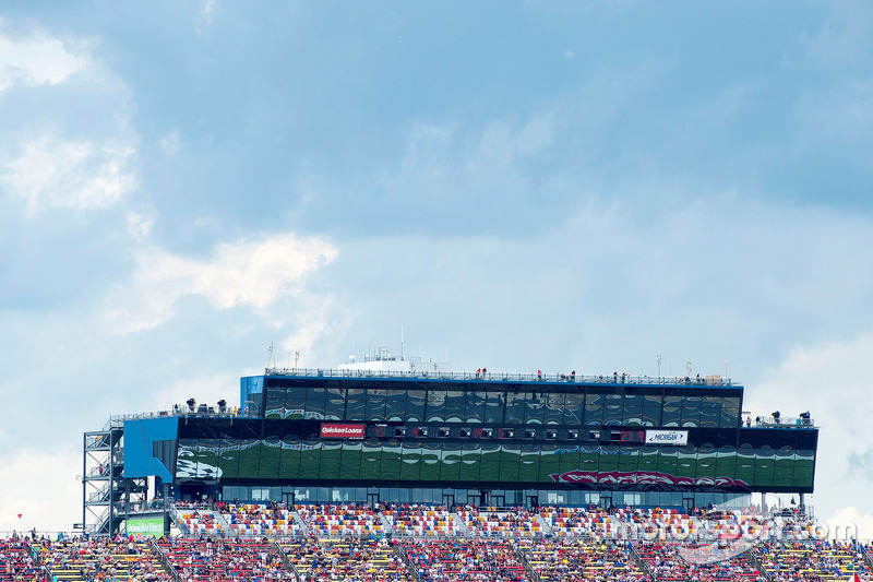 Michigan International Speedway, Pressezentrum und Lounges vor hereinbrechendem Unwetter