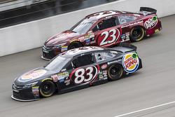 Matt DiBenedetto, BK Racing Toyota y Jeb Burton, BK Racing Toyota