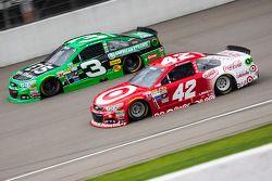 Kyle Larson, Chip Ganassi Racing Chevrolet y Austin Dillon, Richard Childress Racing Chevrolet