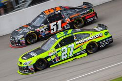 Paul Menard, Richard Childress Racing Chevrolet y Justin Allgaier, HScott Motorsports Chevrolet
