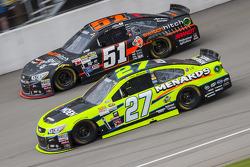 Paul Menard, Richard Childress Racing, Chevrolet, und Justin Allgaier, HSCott Motorsports, Chevrolet