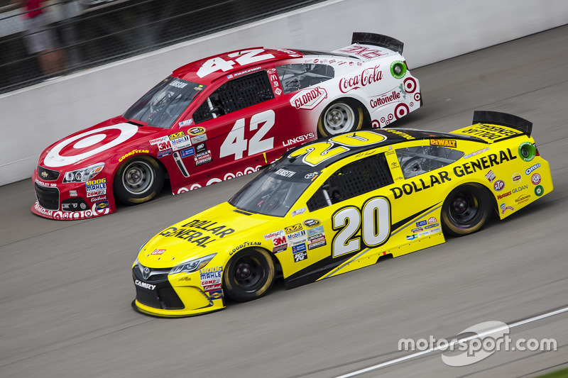 Matt Kenseth, Joe Gibbs Racing, Toyota, und Kyle Larson, Chip Ganassi Racing, Chevrolet