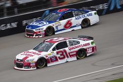 Ryan Newman, Richard Childress Racing Chevrolet ve Trevor Bayne, Roush Fenway Racing Ford