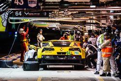Parada de pits para el #64 Corvette Racing Corvette C7.R: Jordan Taylor, Oliver Gavin, Tommy Milner