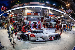 Boxenstopp für #8 Audi Sport Team Joest, Audi R18 e-tron quattro: Lucas di Grassi, Loic Duval, Oliver Jarvis