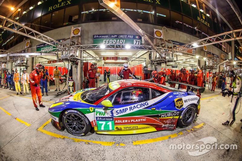 Pit stop for #71 AF Corse Ferrari 458 GTE: Davide Rigon, James Calado, Olivier Beretta