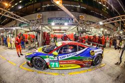 Pit stop per #71 AF Corse Ferrari 458 GTE: Davide Rigon, James Calado, Olivier Beretta