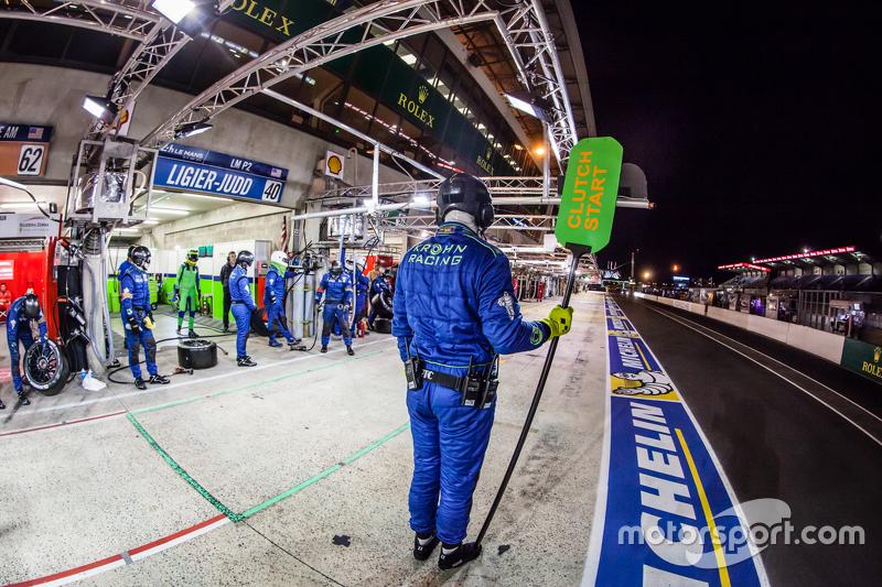 Krohn Racing, Teammitglied bereit für den Boxenstopp