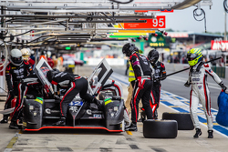 Boxenstopp für #42 Strakka Racing, Strakka-Dome S103: Nick Leventis, Jonny Kane, Danny Watts