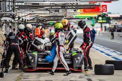 Pit stop for #42 Strakka Racing Strakka-Dome S103: Nick Leventis, Jonny Kane, Danny Watts