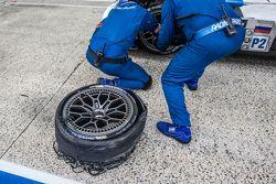Pneu explosé pour la #37 SMP Racing BR01 : Mikhail Aleshin, Kirill Ladygin, Anton Ladygin