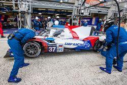 Arrêt aux stands pour la #37 SMP Racing BR01 : Mikhail Aleshin, Kirill Ladygin, Anton Ladygin