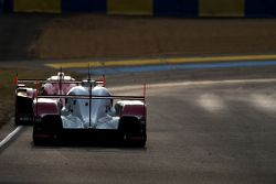 #17 Porsche Team Porsche 919 Hybrid: Timo Bernhard, Mark Webber, Brendon Hartley seguido pelo #7 Aud