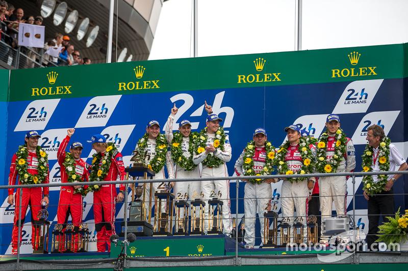Podio LMP1: ganadores de clase y en general de Porsche Team: Nico Hulkenberg, Nick Tandy, Earl Bamber, el segundo lugar Porsche Team: Timo Bernhard, Mark Webber, Brendon Hartley, tercer lugar el Audi Sport Team Joest Audi R18 e-tron quattro: Marcel Fässler