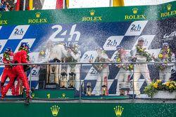 Podio LMP1 celebran con champán