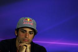 Карлос Сайнс-мл., Scuderia Toro Rosso на пресс-конференции FIA