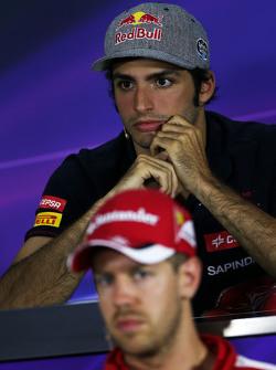 Карлос Сайнс мл., Scuderia Toro Rosso и Себастьян Феттель, Ferrari на пресс-конференции FIA