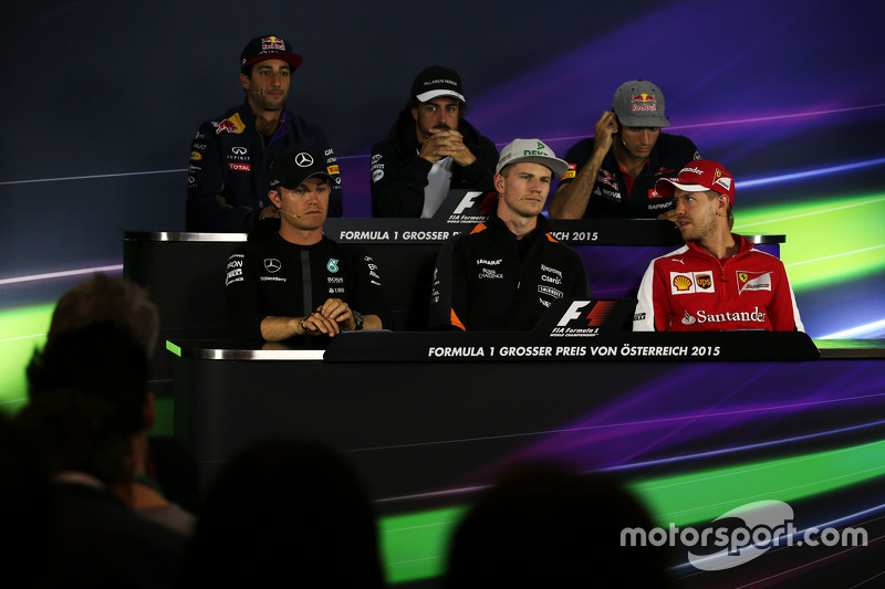 Daniel Ricciardo, Red Bull Racing; Ferndano Alonso, McLaren; Carlos Sainz Jr., Scuderia Toro Rosso;