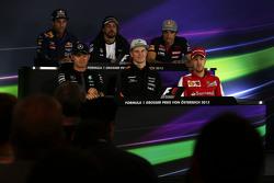 Даниэль Рикардо, Red Bull Racing; Фернандо Алонсо, McLaren; Карлос Сайнс мл., Scuderia Toro Rosso; Н