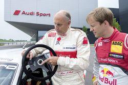Hans-Joachim Stuck con Mattias Ekström celebran la imagen del recuerdo, con la celebración del debut