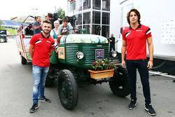 Will Stevens e Roberto Merhi, Manor F1 Team, all'hospitality di Spielberg