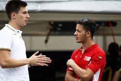 Алекс Линн, DAMS говорит с пилотом серии GP3 Антонио Фуоко, Carlin