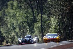 #42 Strakka Racing Strakka-Dome S103: Nick Leventis, Jonny Kane, Danny Watts, #55 AF Corse Ferrari 4