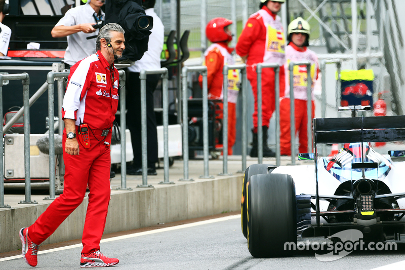 Felipe Massa, Williams FW37 narrowly avoids hitting Maurizio Arrivabene, Ferrari Team Principal in t