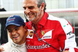 Felipe Massa, Williams con Maurizio Arrivabene, Ferrari despues de la práctica 1