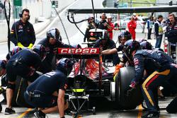 Max Verstappen, Scuderia Toro Rosso STR10 prova un pit stop
