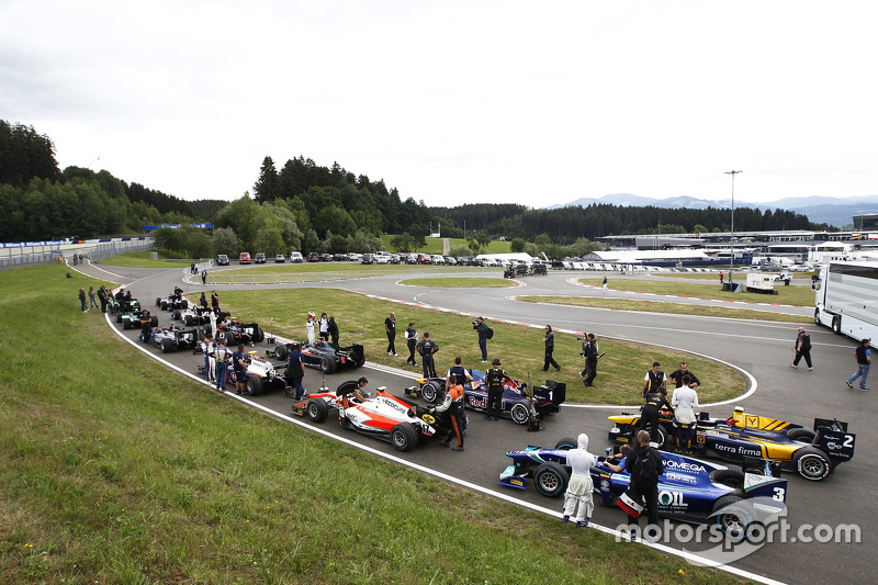 GP2 cars wait to go on track