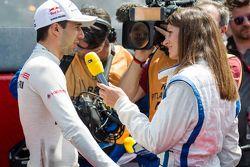 #18 Porsche Team Porsche 919 Hybrid: Neel Jani wordt geïnterviewd door Cyndie Allemann