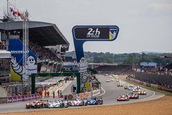 Start: #26 G-Drive Racing, Ligier JS P2: Roman Rusinov, Julien Canal, Sam Bird, und #41 Greaves Moto