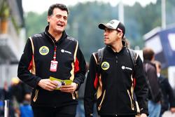 Заместитель руководителя команды Lotus F1 Федерико Гастальди и гонщик Lotus Пастор Мальдонадо