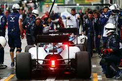Valtteri Bottas, Williams FW37 dan Felipe Massa, Williams FW37 di pit