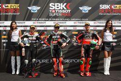 Superpole: el segundo lugar Leon Haslam, Aprilia Racing Team, el primer puesto Tom Sykes, Kawasaki Racing Team, y el tercero, Davide Giugliano, Ducati
