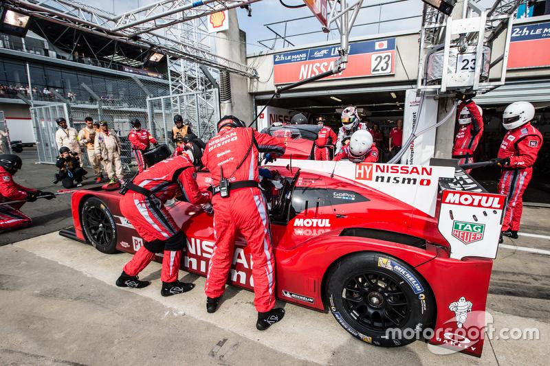 Pit stop for #23 Nissan Motorsports Nissan GT-R LM NISMO: Olivier Pla, Jann Mardenborough, Max Chilt