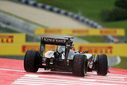 Nico Hulkenberg, Sahara Force India F1 VJM08 runs wide