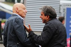 Peter Brabeck-Letmathe, presidente de la Fórmula Uno con Pasquale Lattuneddu, de la FOM
