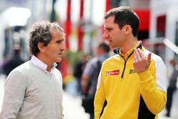 Alain Prost, avec Remi Taffin, chef des opérations piste chez Renault Sport F1