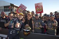 Ganador de la Carrera Craig Lowndes, Triple Eight Race Engineering Holden celebra su victoria número
