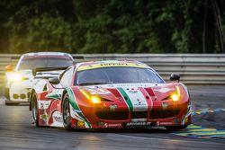 #61 AF Corse Ferrari 458 GTE: Peter Ashley-Mann, Raffaele Giammaria, Matteo Cressoni