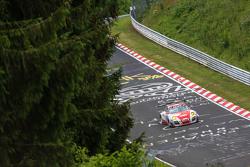 #30 Frikadelli Racing Team Porsche GT3 R: Klaus Abbelen, Patrick Huisman, Sabine Schmitz