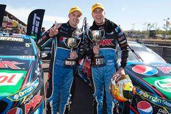Vincitore Chaz Mostert, Prodrive Racing Australia Ford con il compagno di squadra Mark Winterbottom