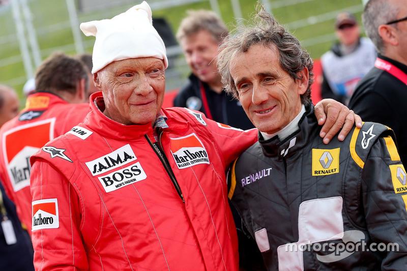 Niki Lauda, Mercedes y Alain Prost en el desfile de pilotos